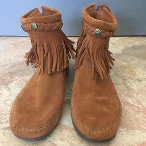 Minnetonka ankle zip up boot with fringe